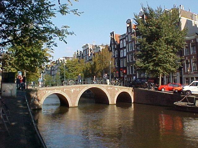 Flophouse hostel amsterdam red light district for Design bridge amsterdam
