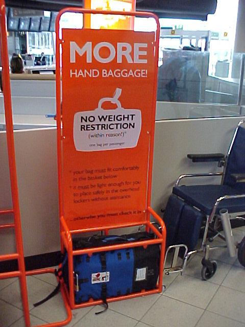 Easyjet e nuovi controlli sul bagaglio a mano for Emirati limite di peso del bagaglio a mano