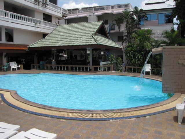 Cheap Swimming Pool Travel Tip