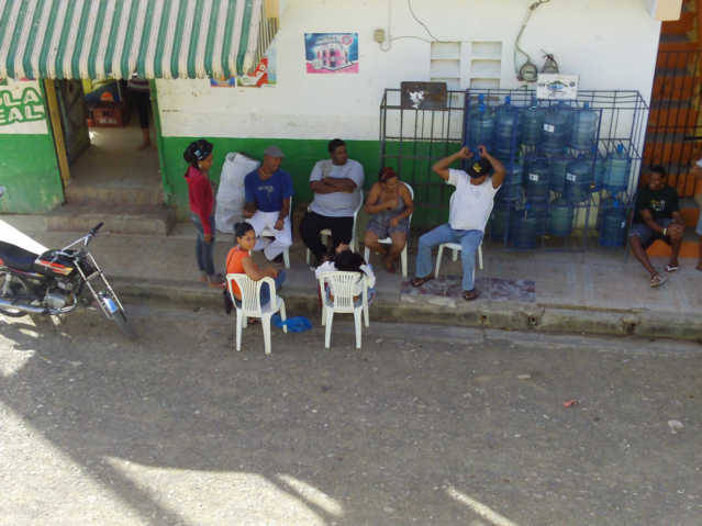 A generation of Dominican Republic people, they cannot read, but music entertains.