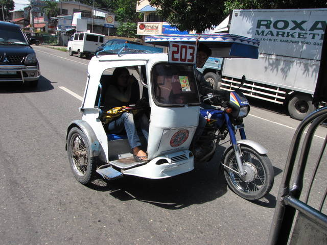 Improvised motorcycle to carry passengers