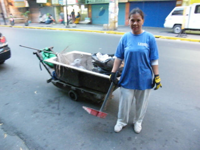 Trash Collection in Manila Philippines in Bathtub title=